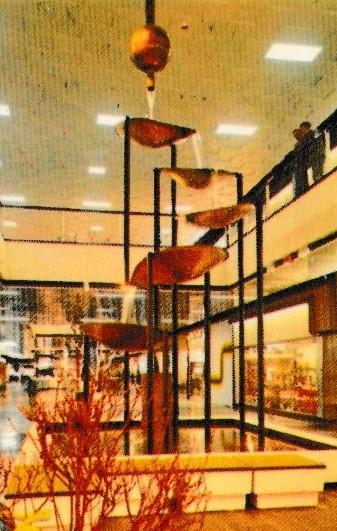 Waterpartij in het interieur van Westland Shopping Center (Anderlecht) in de jaren 1970-1980.